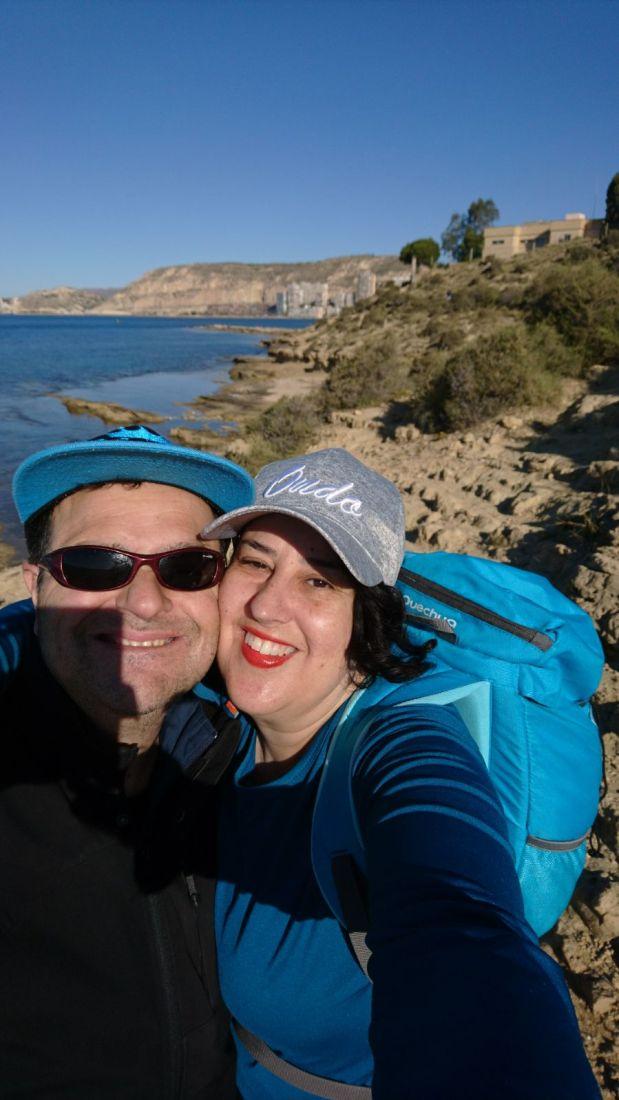 Ruta salvaje_wild way_1_5_18 .                                                                          Iniciamos la marcha por la playa de la Albufereta en Alicante.   Nos encontramos con un camino de madera. A la derecha vemos el vivero de peces romano. Era usado por las familias pudientes para celebrar banquetes. Cuando tenía mucha salinidad se le ponía agua dulce. Este tipo de construcción nos la encontramos en Calpe, Denia y El Campello.   Enseguida aparece la playa Almadraba. En toda esta zona donde me inicié en el mundo del windsurf con mi hermano Ramón.  Vemos varios corredores por el camino y Maria tiene la ocasión de posar con un perro de  caza.  Pasamos por túneles de arbustos y pudimos contemplar el azul Mediterráneo donde empezé a bucear en este mar.  Me llama la atención las formas de este montículo donde la piedra es ondulada y miemtras contemplo el paisaje del mar junto a la roca me recuerda a los paisajes de la Isla Tabarca.   Wild way  We start the way for the Alicante Albufereta beach. We found a wood way.   In the right say there is a fish-pond. It was used by the rich families to did big suppers. Went it has high salt was mixed with sweet water. Theses building is find in Calpe, Denia and El Campello.   The next stop is the Almadraba beach. All this place is where I start  doing windsurf with my brother Ramón.  We found many runners and María was pictured with a hanting dog.  We  cross channels of bushes.  It make sense the mountain  like stately stones where I see the sea landscape and I think that am inTabarca.